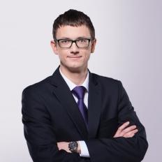 Wiceminister Karol Okoński - zdjęcie portretowe.